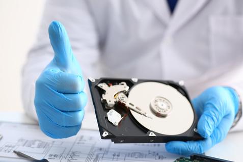recuperacion de datos de disco duro pulgar levantado satisfactoria